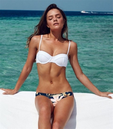 Bikini Üstü Renkli Altı Beyaz Özel Tasarım Bikini